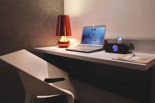 habitacion hotel con ordenador