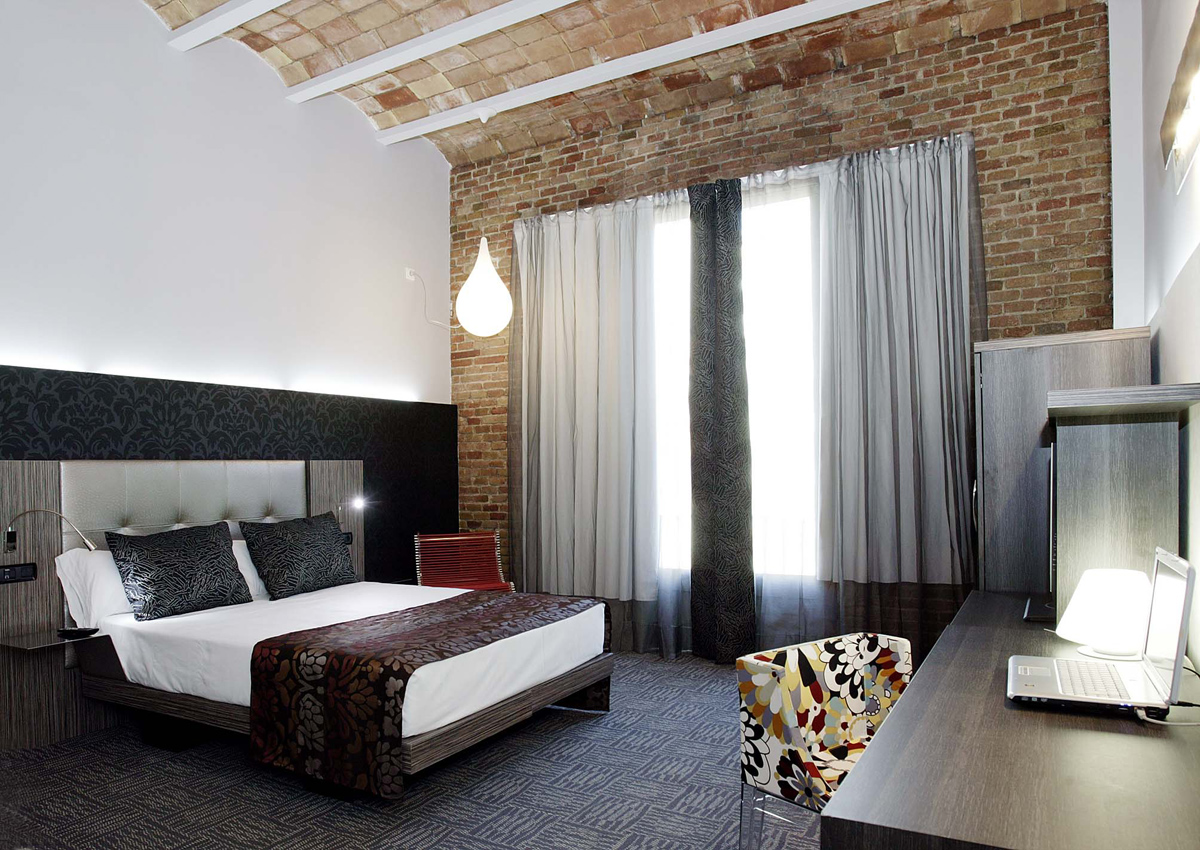 Hoteles barcelona a thousand hotels for Hoteles barcelona habitaciones cuadruples
